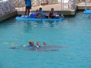 Met Chabelita en Li-na zwemmen