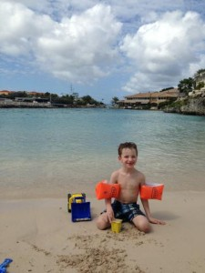 Finn op het strand