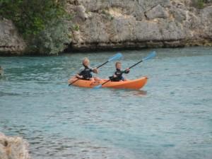 Joah en Joëlle in de kano, ziet er goed uit