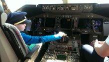Brady in vliegtuig