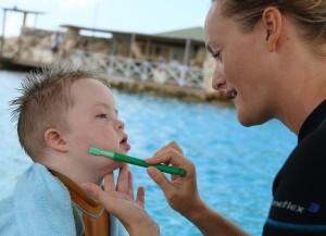 mond stimulatie en verstereken van de spierspanning in en rondom de mond met de Z-arc Vibe (de 'trilstaaf')