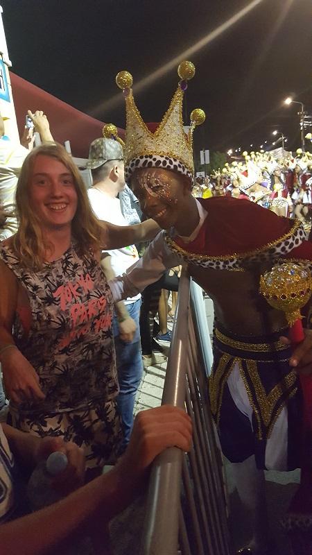 Serra op de foto met een mooie Afrikaanse prins.