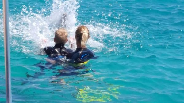Een spetter wedstrijd...de dolfijn wint altijd.